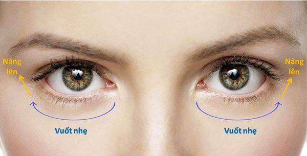 Thoa kem một cách nhẹ nhàng và cẩn thận với vùng da quanh mắt các nàng nhé.