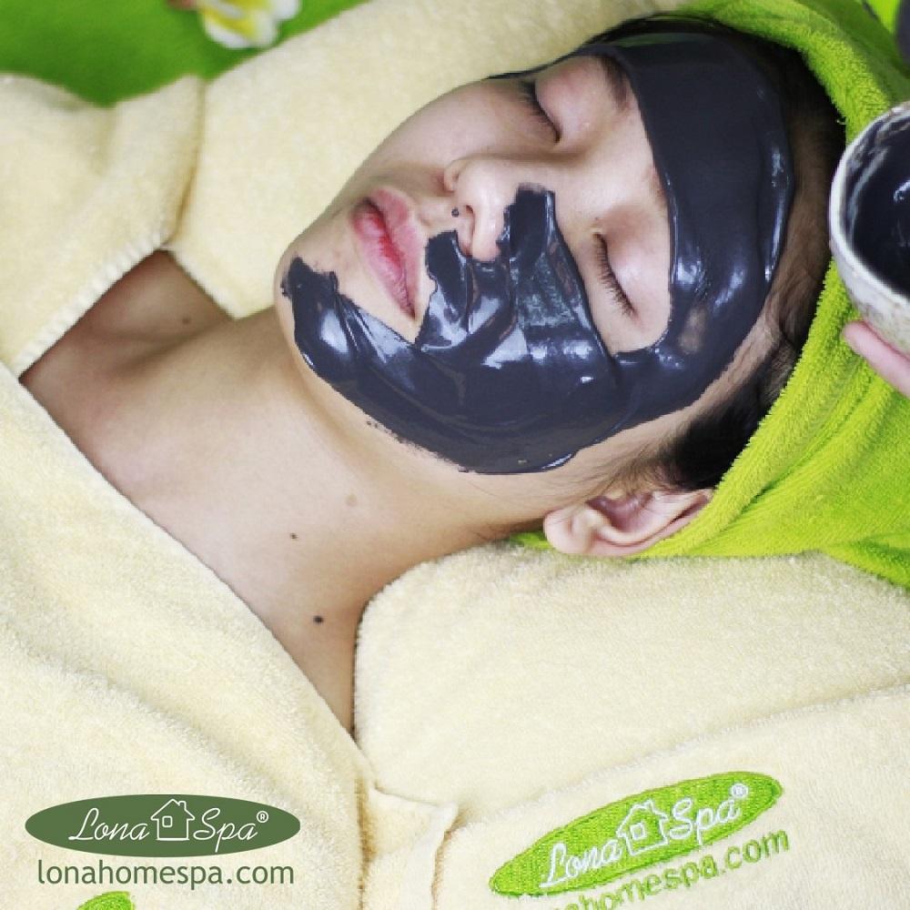 Đắp mặt nạ dưỡng da vừa giúp làn da sáng mịn vừa giúp chị em thư giãn thoải mái.