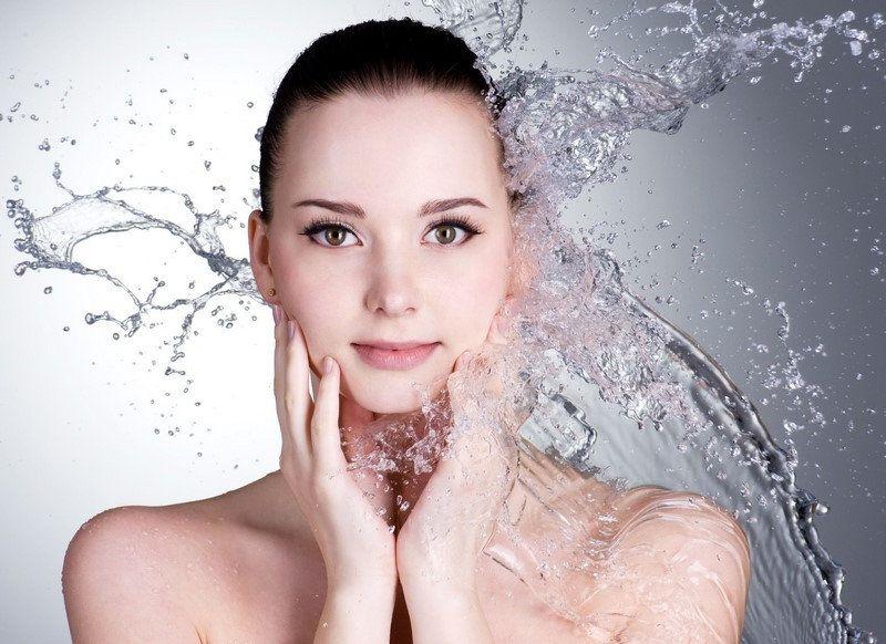Giúp làn da ngậm đủ nước bằng việc dùng serum dưỡng da mỗi ngày nhé các nàng.